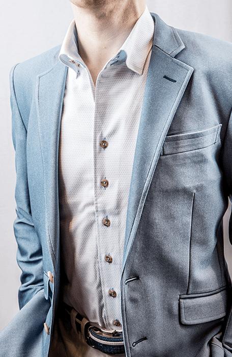 ブルーシャツ×ブルー無地