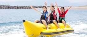 バナナボートで夏を楽しむ