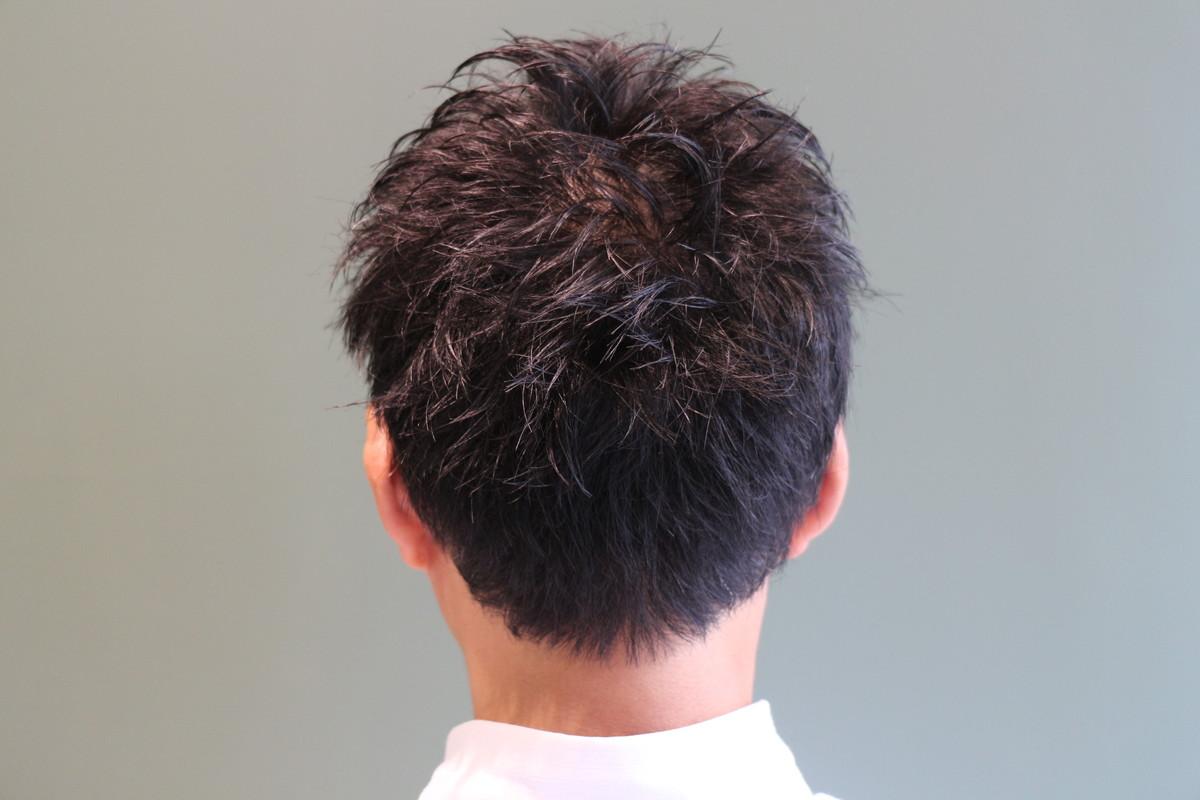 前髪をあげれるくらいの長さにcutし、動かしやすく、毛量調整を。